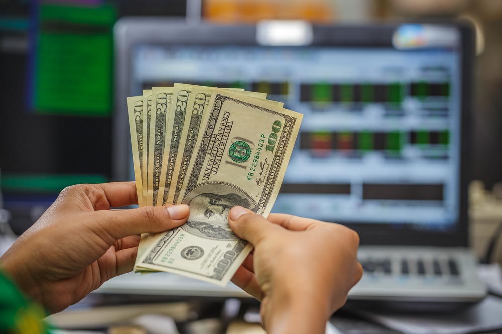 Покупка доллара на бирже физическим лицом